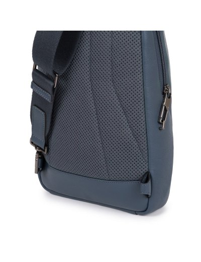 AKRON Раница с една презрамка и отделение за iPad MINI_ MINI 2_ iPad MINI 3 в черен цвят - AKRON