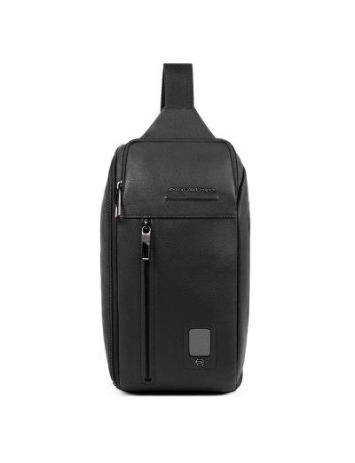 AKRON Раница с една презрамка в черен цвят - AKRON