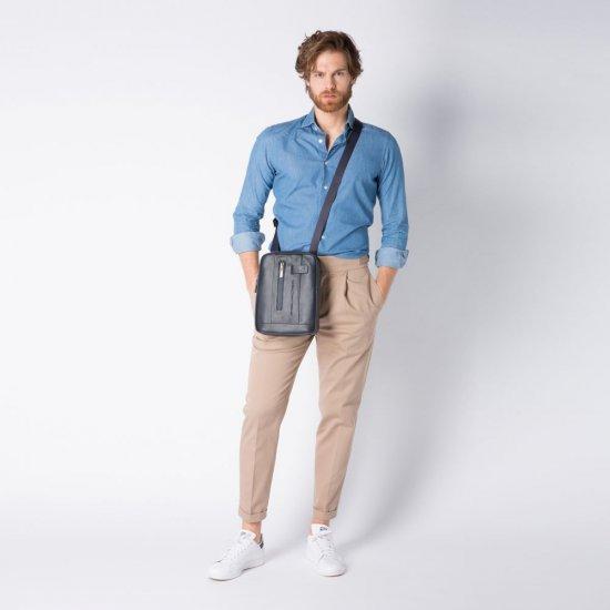 """Urban Чантичка за през рамо с отделение за iPad®10,5""""/iPad 9,7"""" в черен цвят - Чанти за рамо и кръст"""